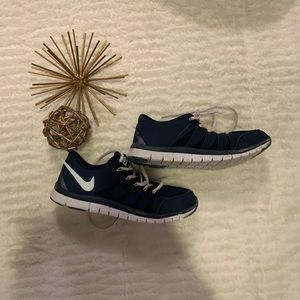 Like New Nike Navy Tennis Shoes Size 6